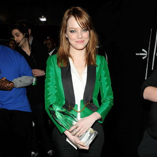 Emma Stone in Green Jacket People's Choice Awards Pictures