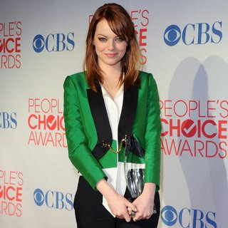 Video: Bold, Bright Colours Dominate the Red Carpet at the 2012 People's Choice Awards