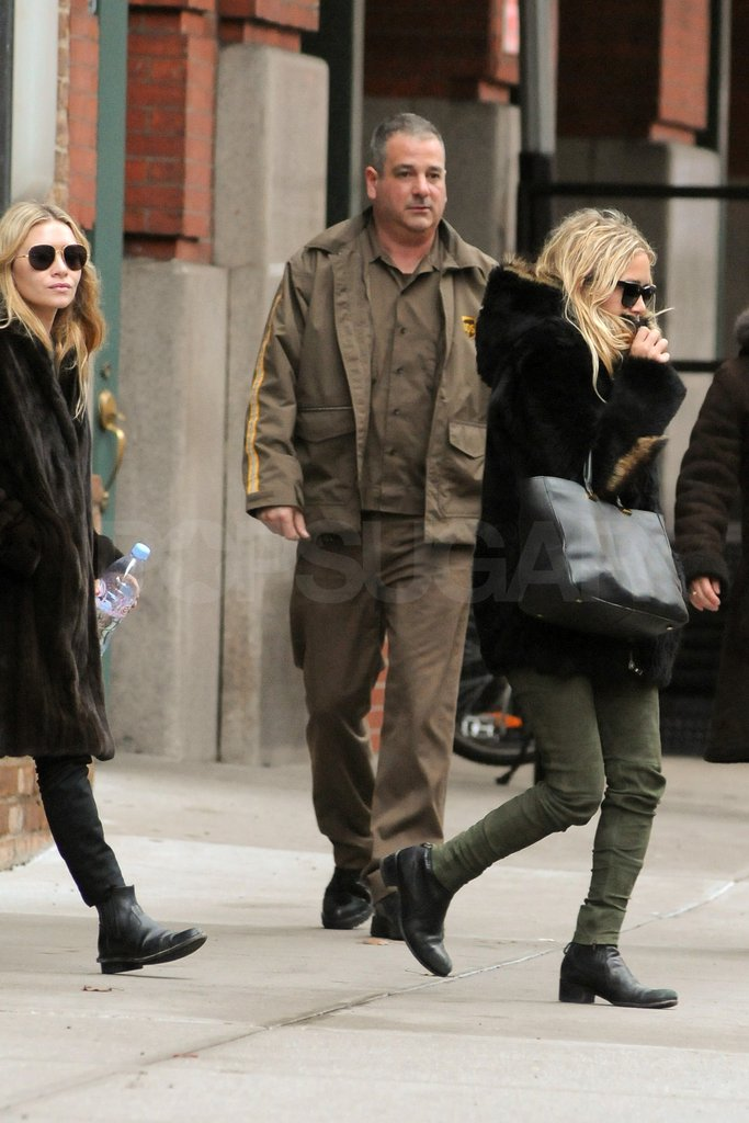 Mary-Kate and Ashley wore similar fur jackets.