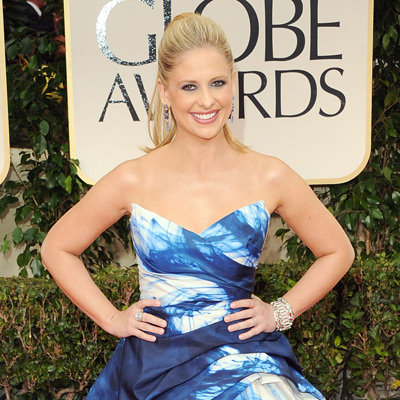 Sarah Michelle Gellar Blue Monique Lhuillier Dress Pictures at 2012 Golden Globes