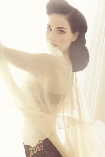 Dita Von Teese to Launch Lingerie Line For Target