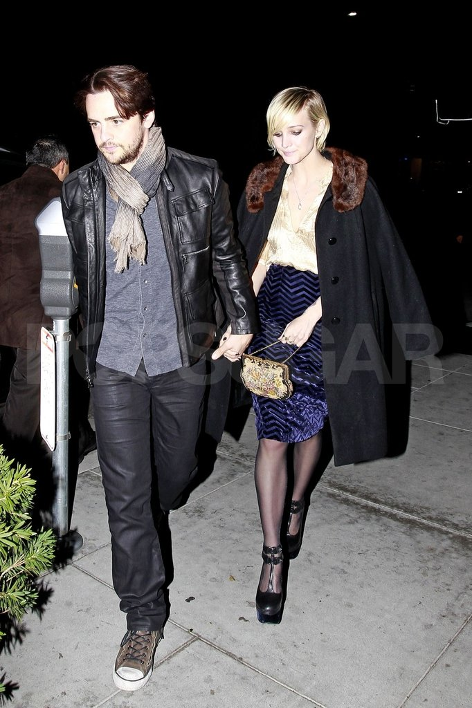 Ashlee Simpson held hands with Vincent Piazza.