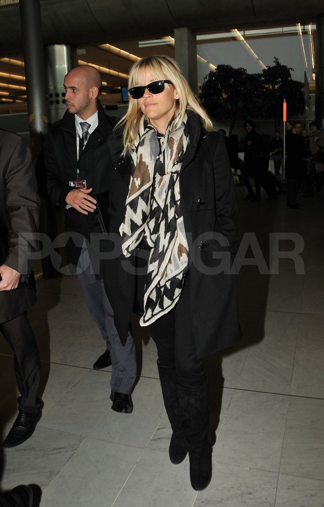 Reese Witherspoon arrived at a Paris airport.