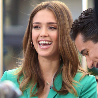 Jessica Alba on Extra With Mario Lopez Pictures