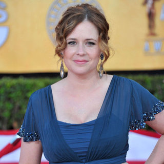 Jenna Fischer Talks About Postpartum Body and Breastfeeding