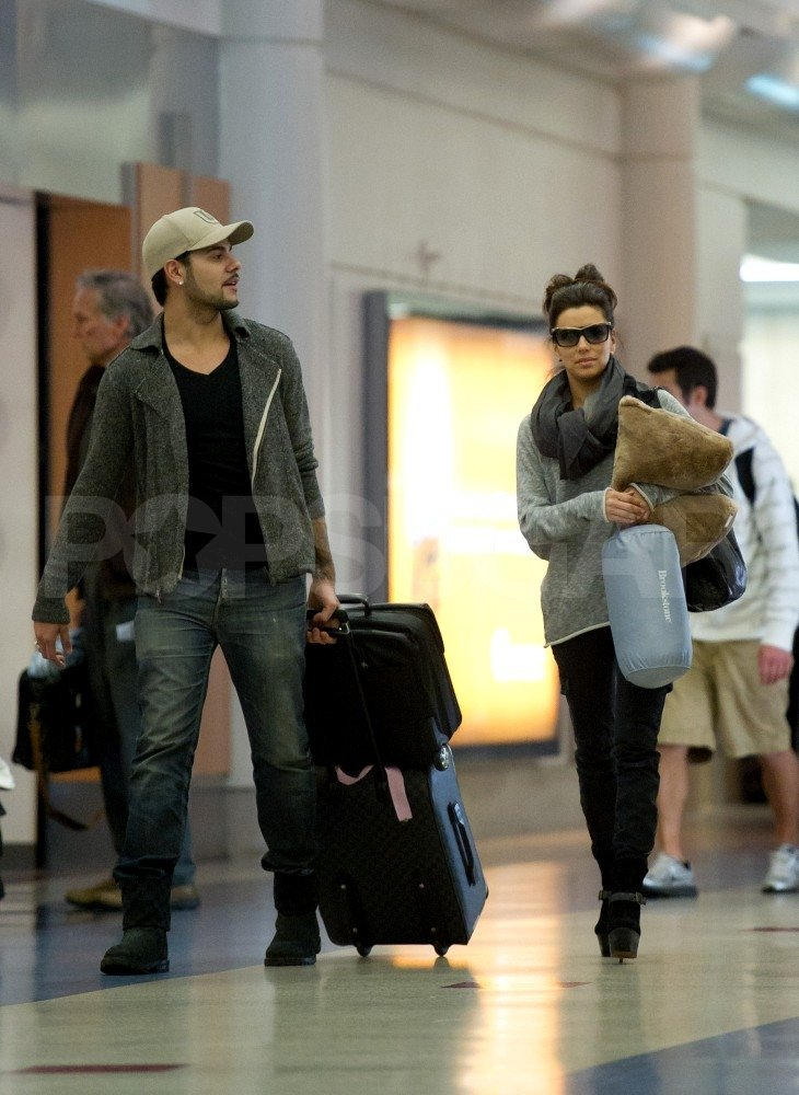 Eva Longoria had her own pillow to travel with Eduardo Cruz.