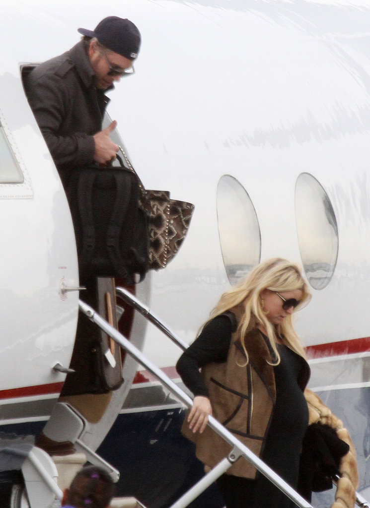 Jessica Simpson and Eric Johnson return to LA after the Super Bowl.