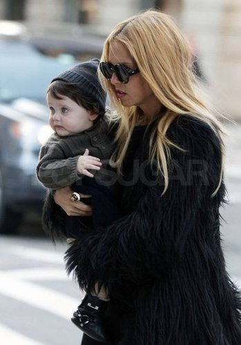 Rachel Zoe gave little Skyler Berman a lift.
