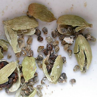 How to Make Ground Cardamom