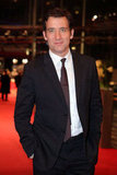 Clive Owen was handsome and relaxed on the red carpet.