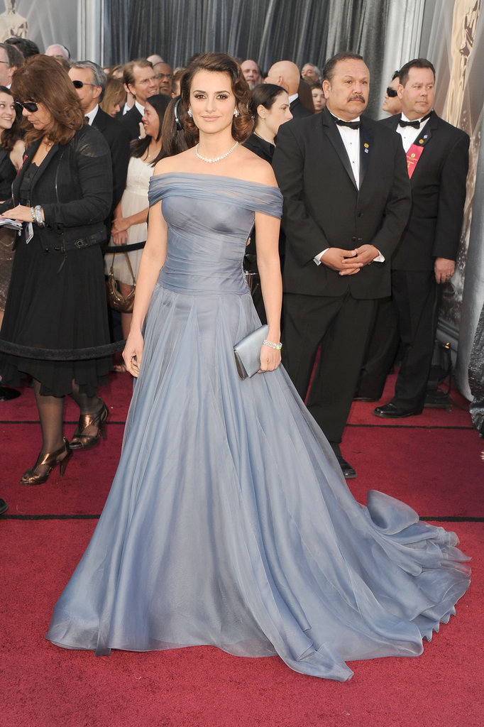 Pelenope Cruz wore Armani to the Oscars.