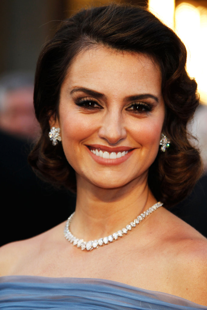 Penelope Cruz's off-the-shoulder neckline left ample room to show off her ladylike diamonds.
