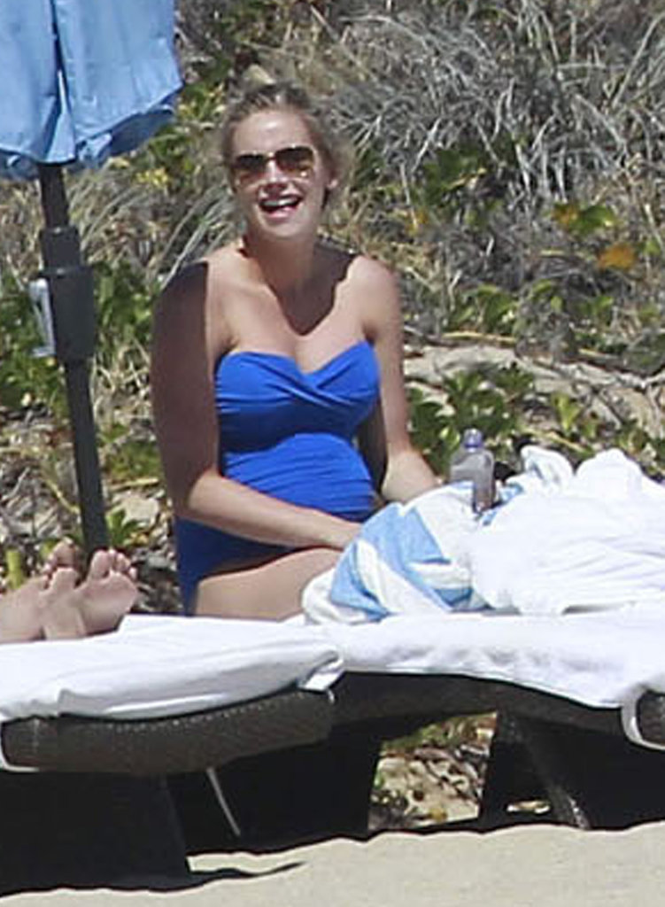 Candice Crawford was pregnant on the beach.