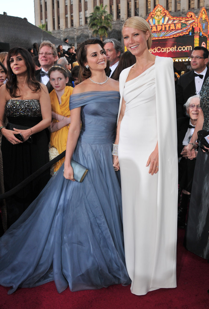 Penelope Cruz and Gwyneth Paltrow posed — and spoke Spanish! — together.