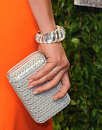 Cameron Diaz contrasted the citrus hue of her Victoria Beckham gown with this woven white clutch.