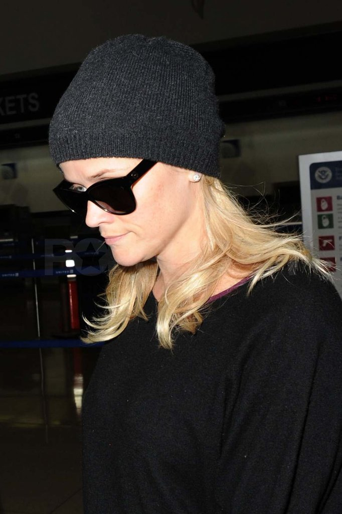 Reese Witherspoon landing in LA.