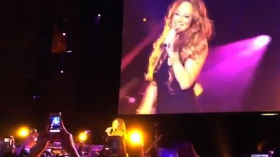 Video: See Mariah Carey Perform on Stage For the First Time Since Twins!