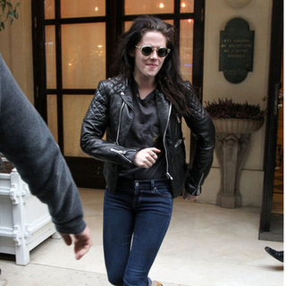 Kristen Stewart Pictures Leaving Paris Hotel