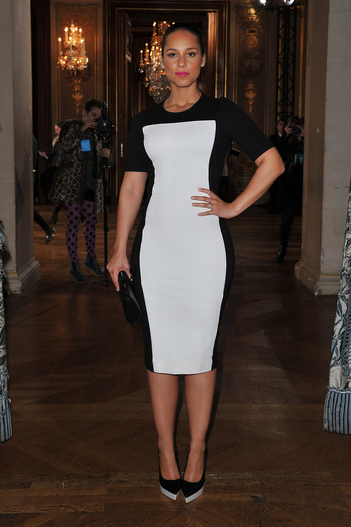 Alicia Keys changed into a two-tone form-fitting sheath for Stella McCartney.