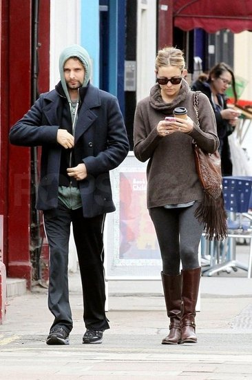 Kate Hudson and Matthew Bellamy walked around London.
