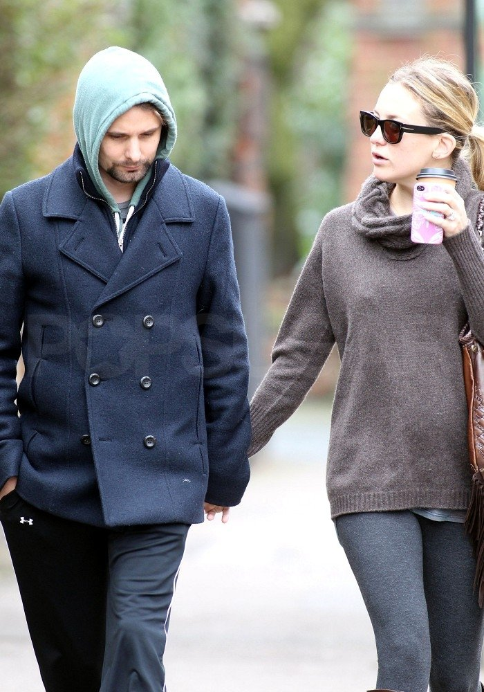 Kate Hudson and Matthew Bellamy walked in London.