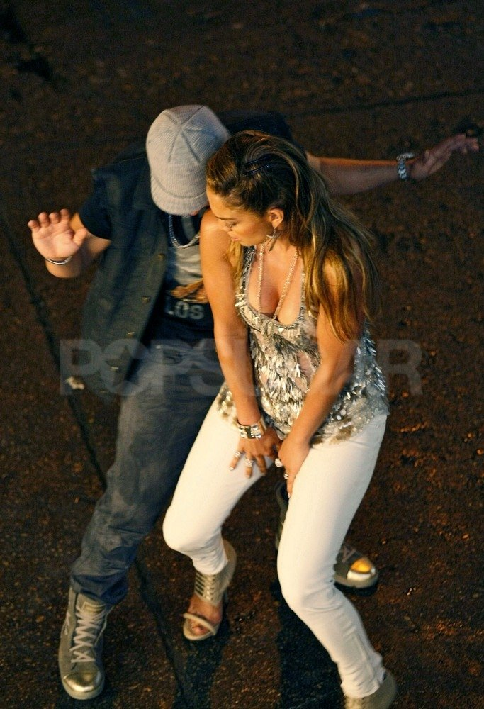 Jennifer Lopez danced with a male companion.