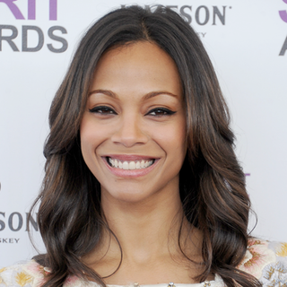 Zoe Saldana Wins Best Smile in BellaSugar Beauty Awards