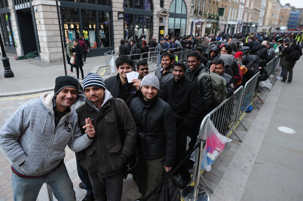 An iPad line forms in Central London.
