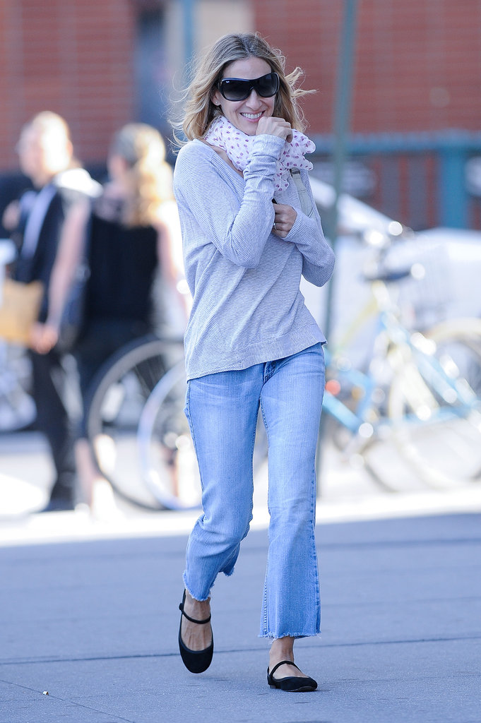 SJP channeled effortless transitional style in a pair of ankle-crop flares.