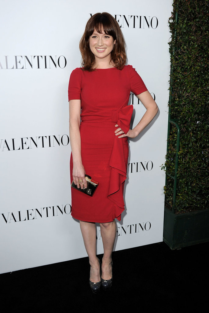 Ellie Kemper took the ladylike route in a bow-adorned Valentino sheath.