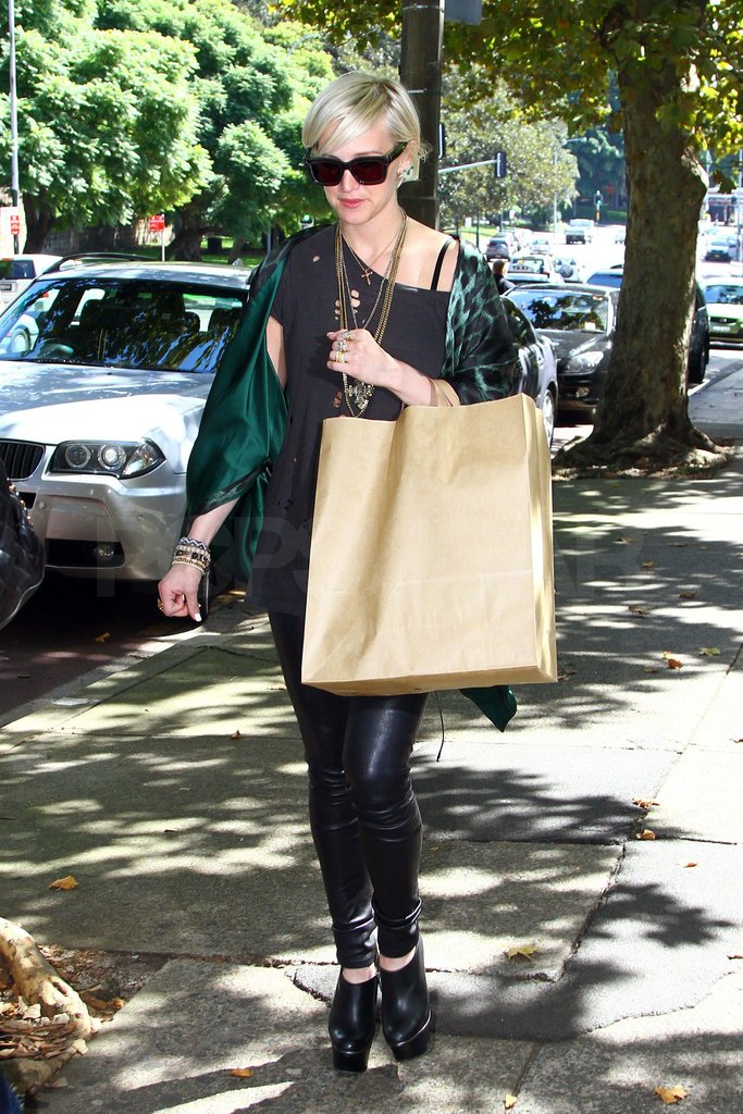 Ashlee Simpson went shopping in Sydney.