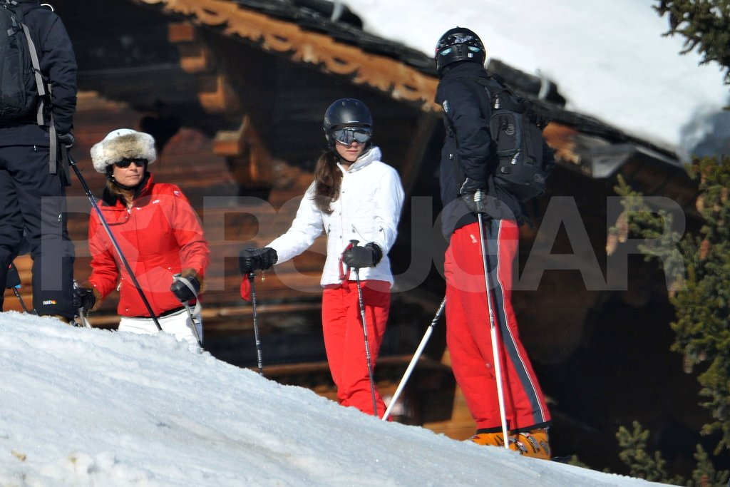 Prince William and Kate Middleton chatted with Carole Middleton before taking off down the mountain in France.