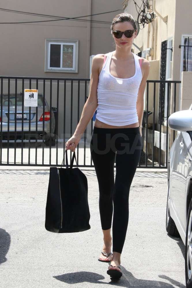 Miranda Kerr looked fit in her black yoga pants.