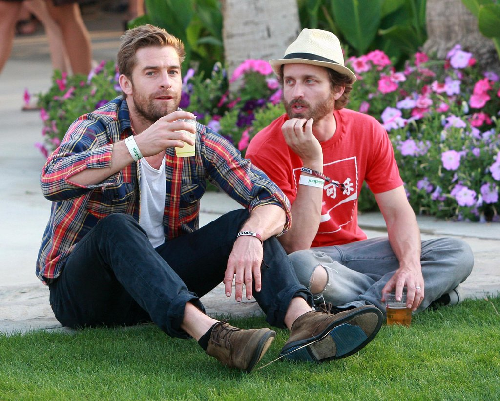 Scott Speedman grabbed a drink with a friend at Coachella 2010.