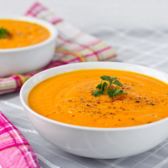 The combination of healthy flavors in this carrot apple ginger soup will have your taste buds singing praises.