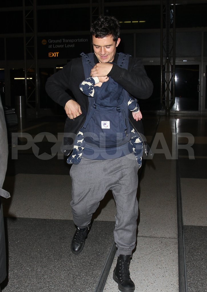 Orlando Bloom carried son Flynn Bloom.