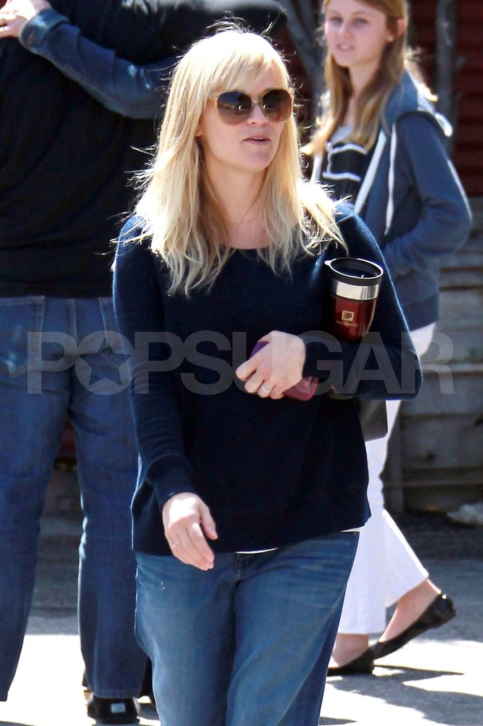 Pregnant Reese Witherspoon left church.