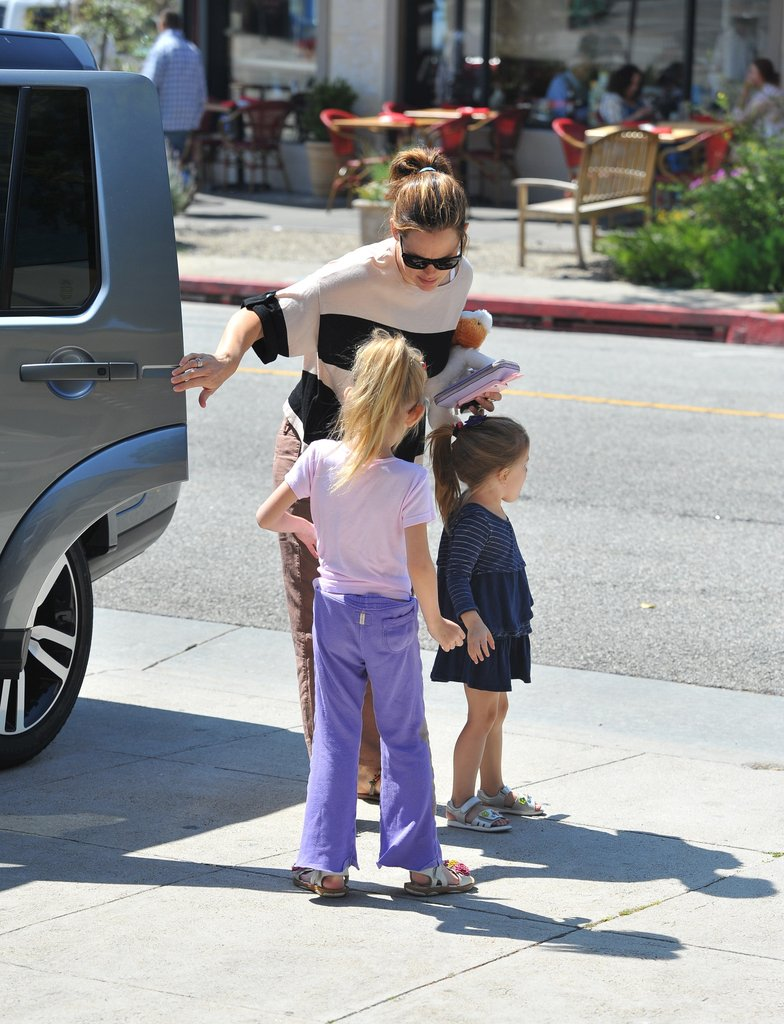 Jennifer Garner and her girls arrived at a nail salon.