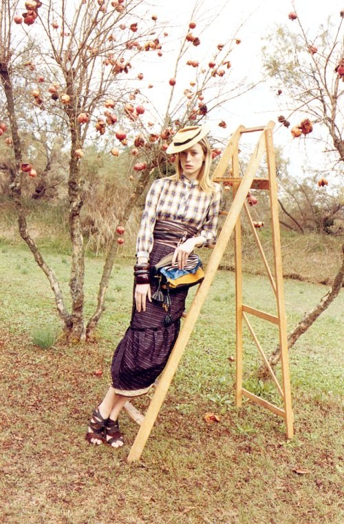Even apple picking looks cool in this Spring 2009 ad, especially when you have Raquel Zimmermann modeling and you're decked out in Marc's clothes.