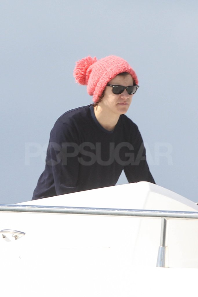 One Direction's Harry Styles sported a bright pink hat in Australia.