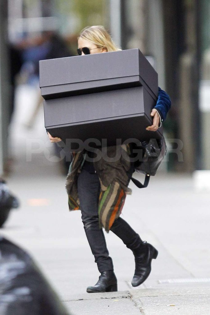 Mary-Kate Olsen carried two huge boxes to a car that was waiting for her in NYC.