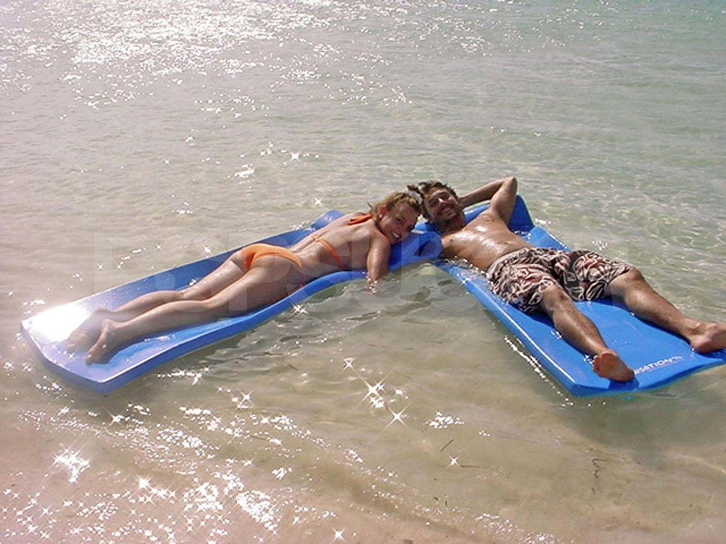 "Britney Spears and Kevin Federline lounged in the Fiji waters while honeymooning there after their surprise September 2004 ""I dos."""