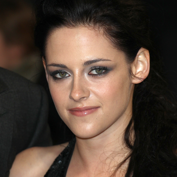 Kristen Stewart Wins BellaSugar's Most Inspirational Award