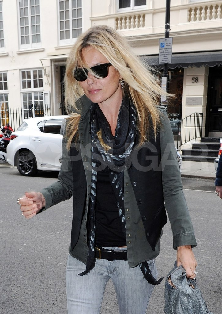Kate Moss wore a scarf.