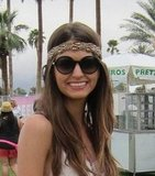 This styler's headband was made for Coachella's festivities.