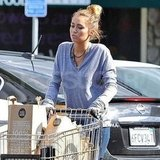 Miley Cyrus pushed the shopping cart.