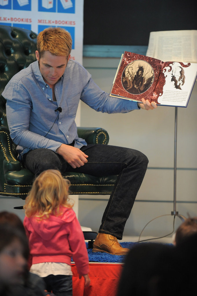 Chris Pine let a little girl get a better look at the pictures.