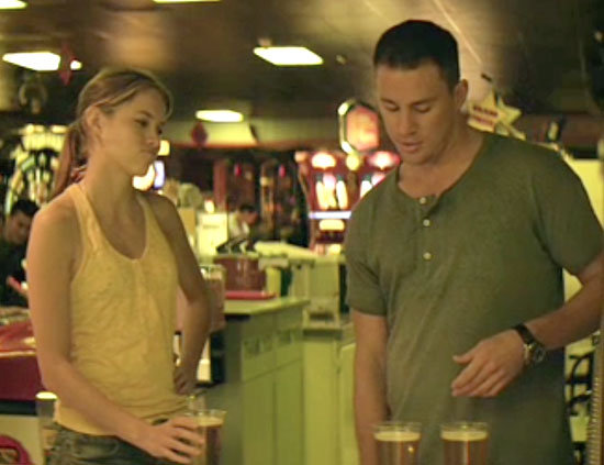 Channing Tatum buys drinks with his dollar bills.