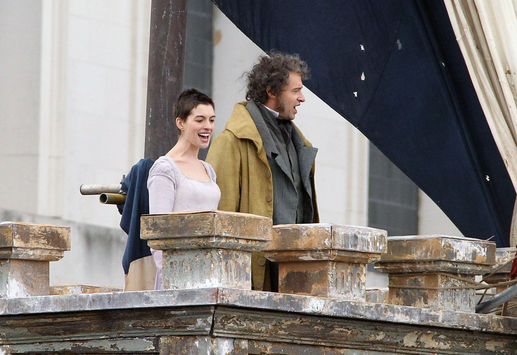 A Short-Haired Anne Hathaway Sings With Hugh Jackman on the Les Misérables Set