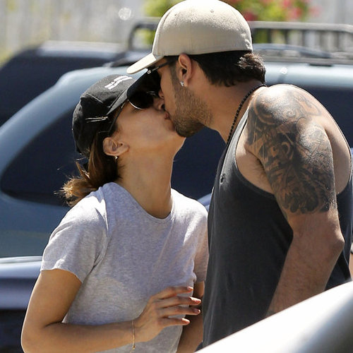 Eva Longoria Eduardo Cruz Kissing at Zoo (Video)